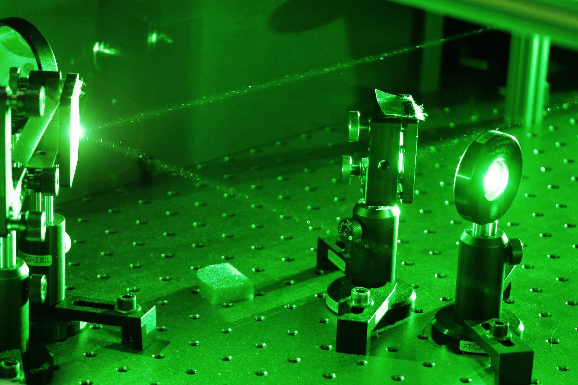Le Laboratoire d'Optique et Biosciences ( LOB ) structure mixte (INSERM-CNRS-Ecole Polytechnique)
